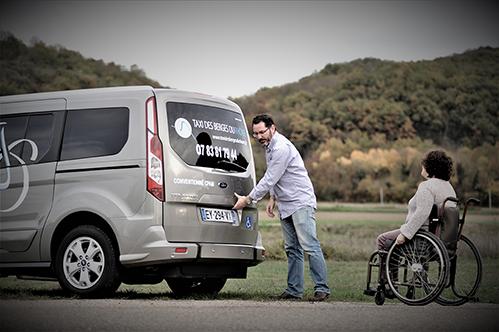 service de transport familliale pour famille et enfants, trajet court ou long pour personne handicapé en fauteuil roulant